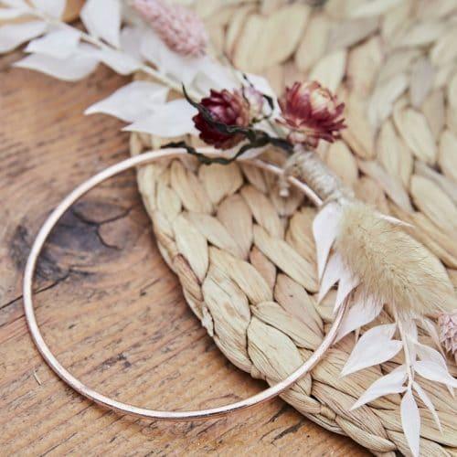 bruiloft-decoratie-plaatskaarthouders-rose-gold-metal-hoop-a-touch-of-pampas-2