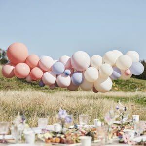 vrijgezellenfeest-artikelen-ballonnenboog-blush-nude-blue-boho-floral