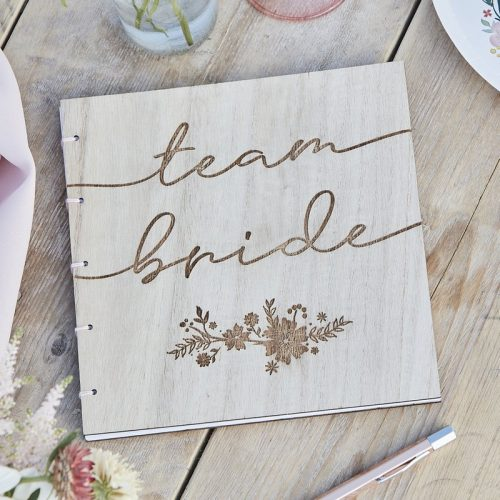 vrijgezellenfeest-artikelen-houten-gastenboek-team-bride-boho-floral