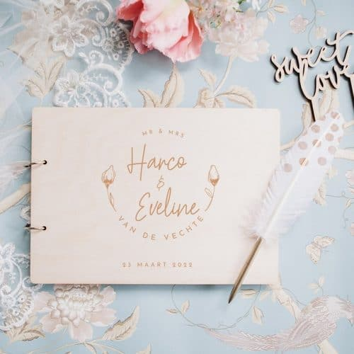 bruiloft-decoratie-gastenboek-hout-bloemknop-gepersonaliseerd