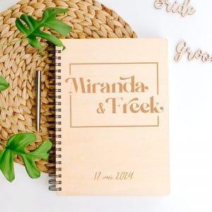 bruiloft-decoratie-gastenboek-hout-modern-love-gepersonaliseerd