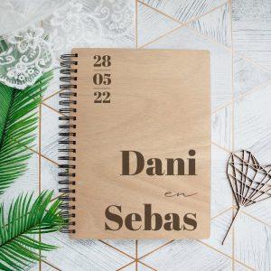 bruiloft-decoratie-gastenboek-hout-namen-modern-gepersonaliseerd